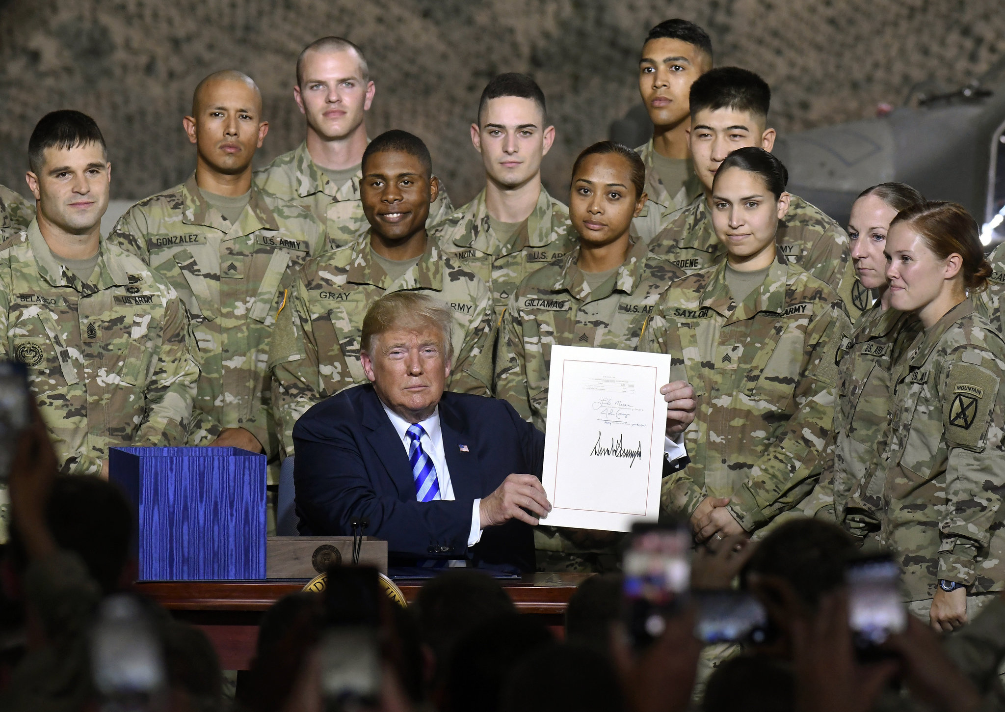 Army Fiscal Year 2019 Calendar With Trump Snubs Rival John McCain At Fort Drum Military Bill Signing