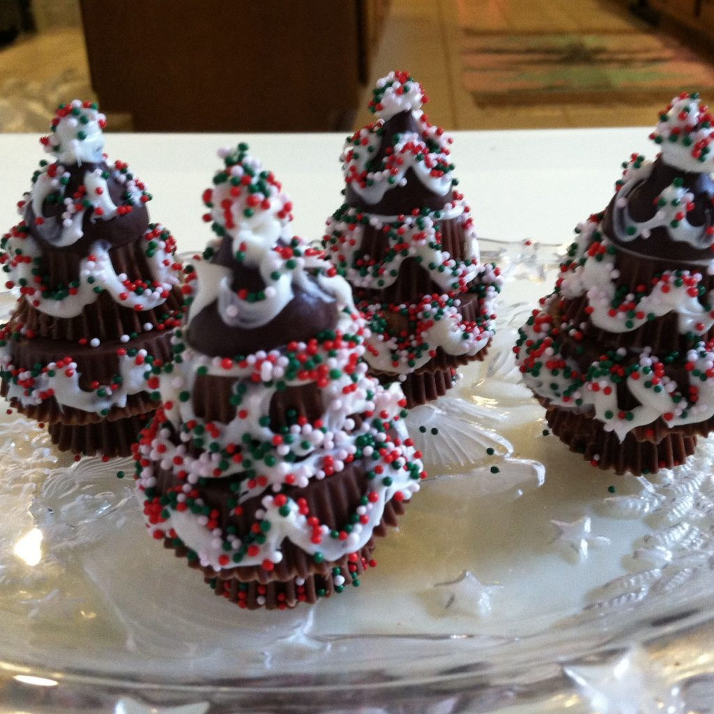 Christmas Colored Reese S Pieces With Tree Made From Peanut Butter Cups And A Hershey