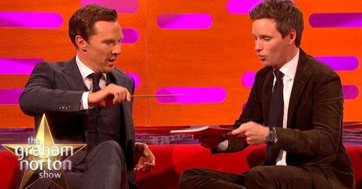 Eddie Redmayne busts out genuinely impressive magic trick